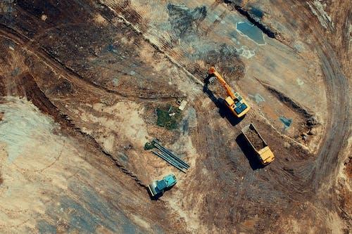 Darmowe zdjęcie z galerii z budowa, ciężarówki, widok z lotu ptaka, z góry