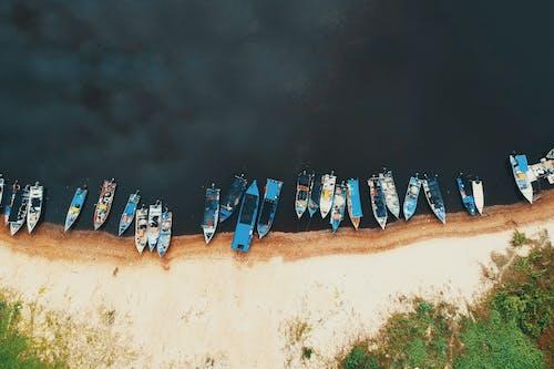 Photos gratuites de bateaux, bord de mer, d'en haut, embarcations