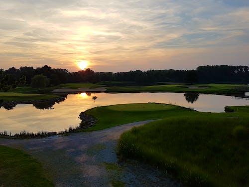 çim, golf, gün batımı, Güneş içeren Ücretsiz stok fotoğraf