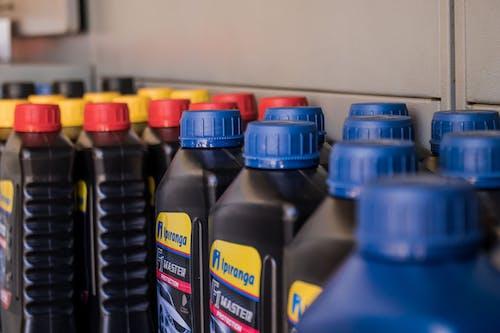 Darmowe zdjęcie z galerii z butelka oleju, olej, samochód