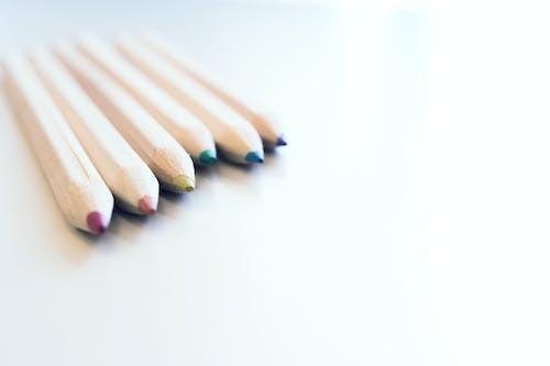 Gratis arkivbilde med fargeblyanter, fargede blyanter, farger