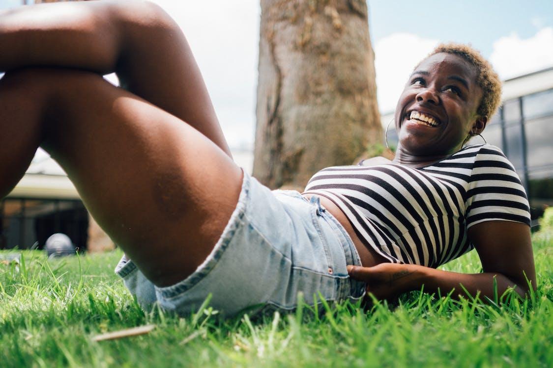 afrikansk amerikan kvinna, avslappning, dagsljus