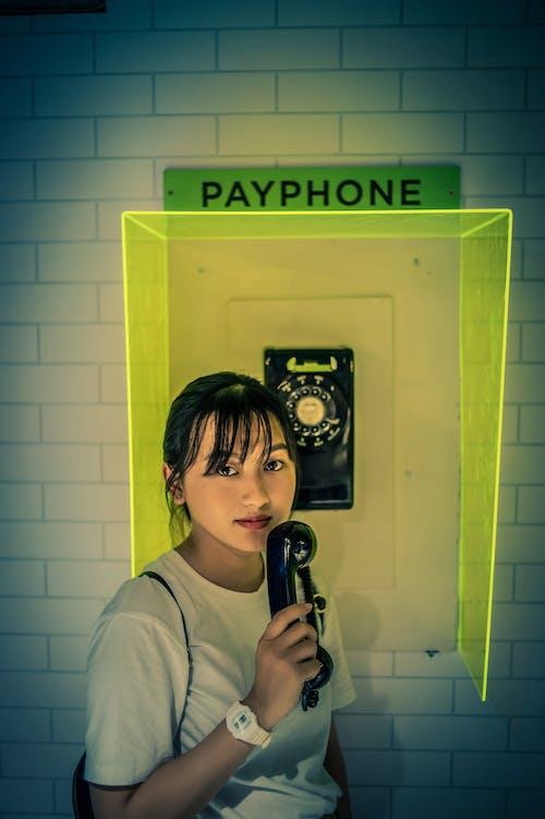 Darmowe zdjęcie z galerii z azjatycka dziewczyna, dziewczyna, kobieta, mur