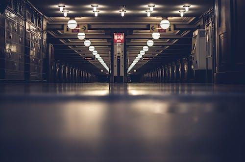 Бесплатное стоковое фото с в помещении, городской, здание, метро