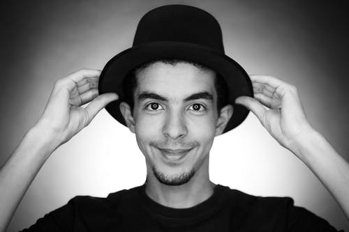 Základová fotografie zdarma na téma černobílá, černý klobouk, na výšku