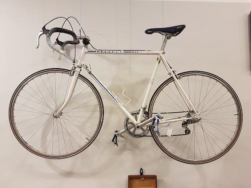 asılı, bağbozumu, binmek, bisiklet içeren Ücretsiz stok fotoğraf