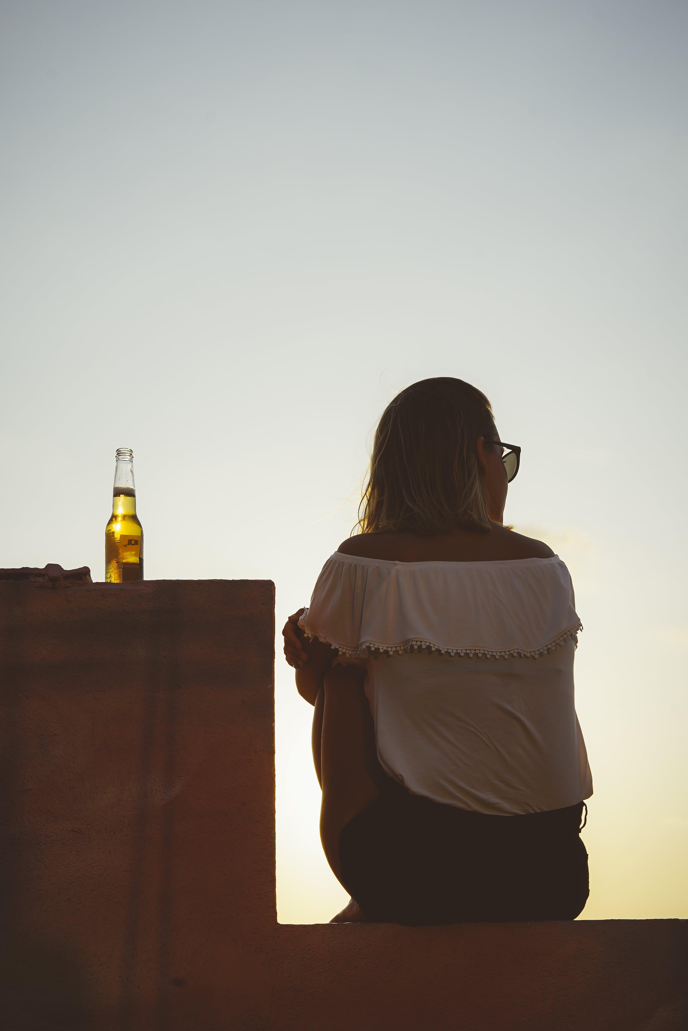 Ảnh lưu trữ miễn phí về ánh sáng, bia, bình minh, con gái