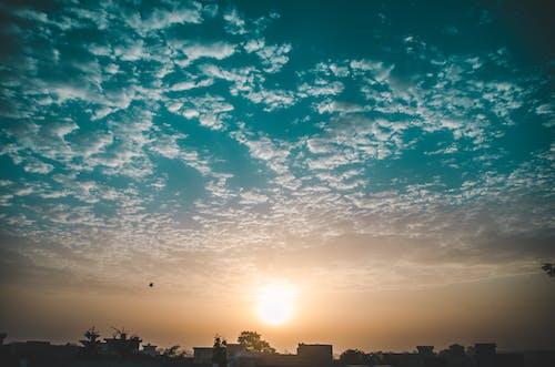 Foto d'estoc gratuïta de aventura, capvespre, cel, cel blau