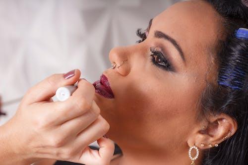 Gratis lagerfoto af mørk læbestift