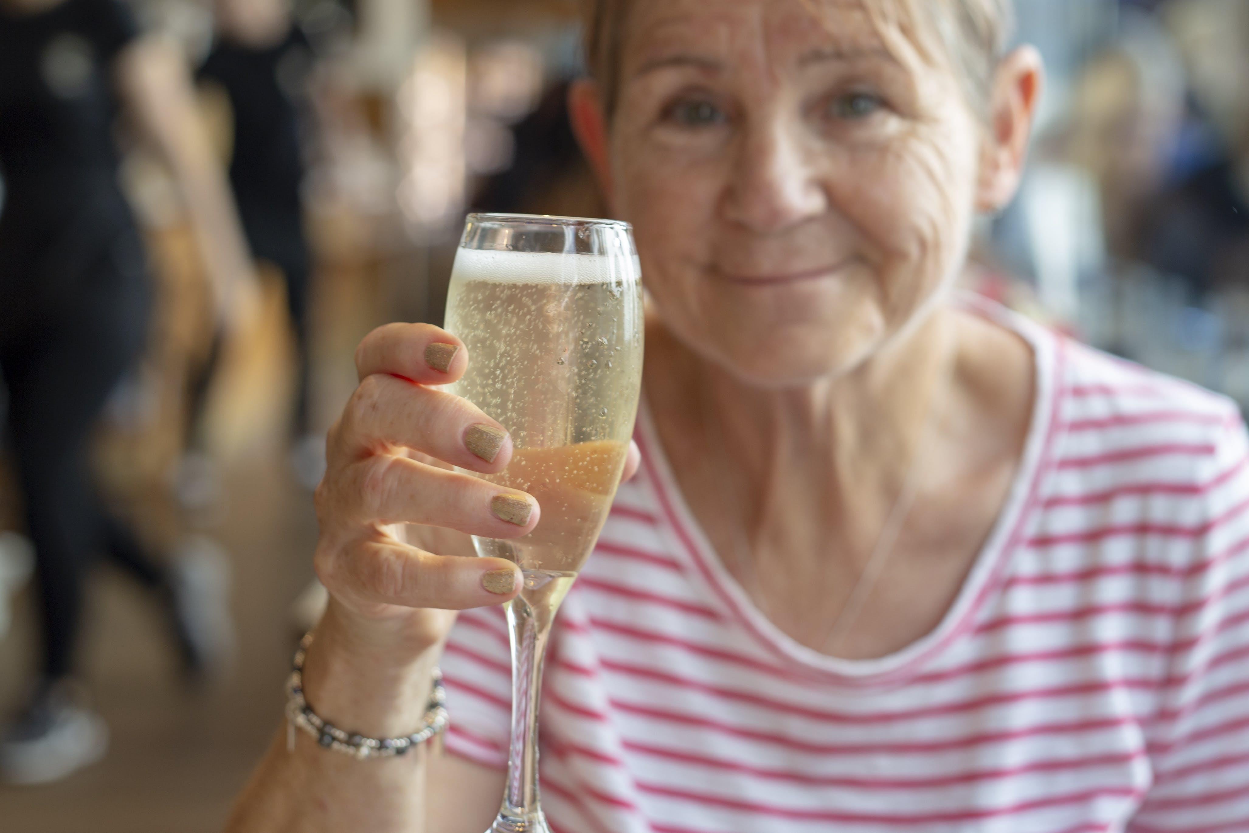 Free stock photo of alcohol, alcoholic beverage, bubbles, celebrating