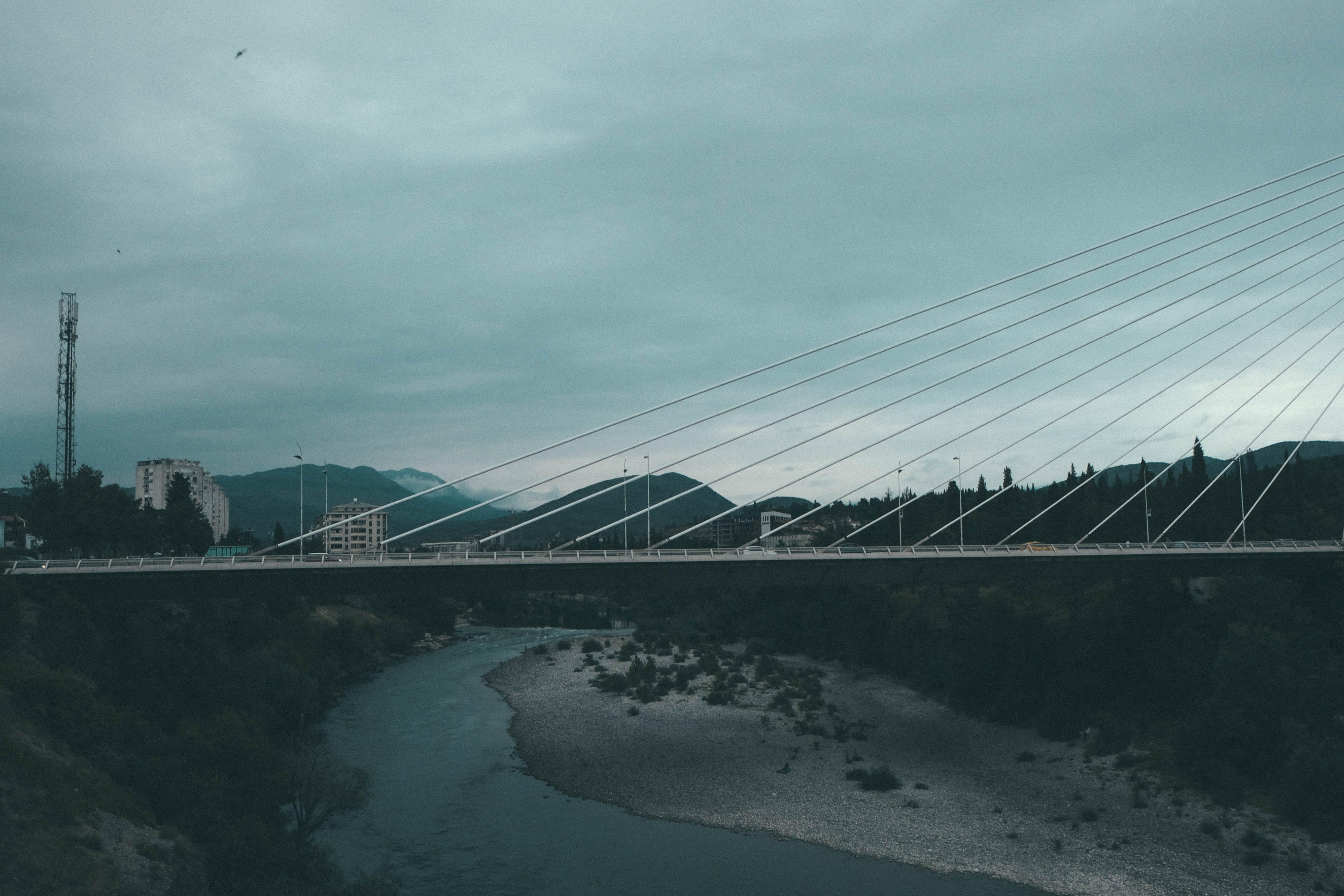 Gratis lagerfoto af bjerge, bro, by, europa