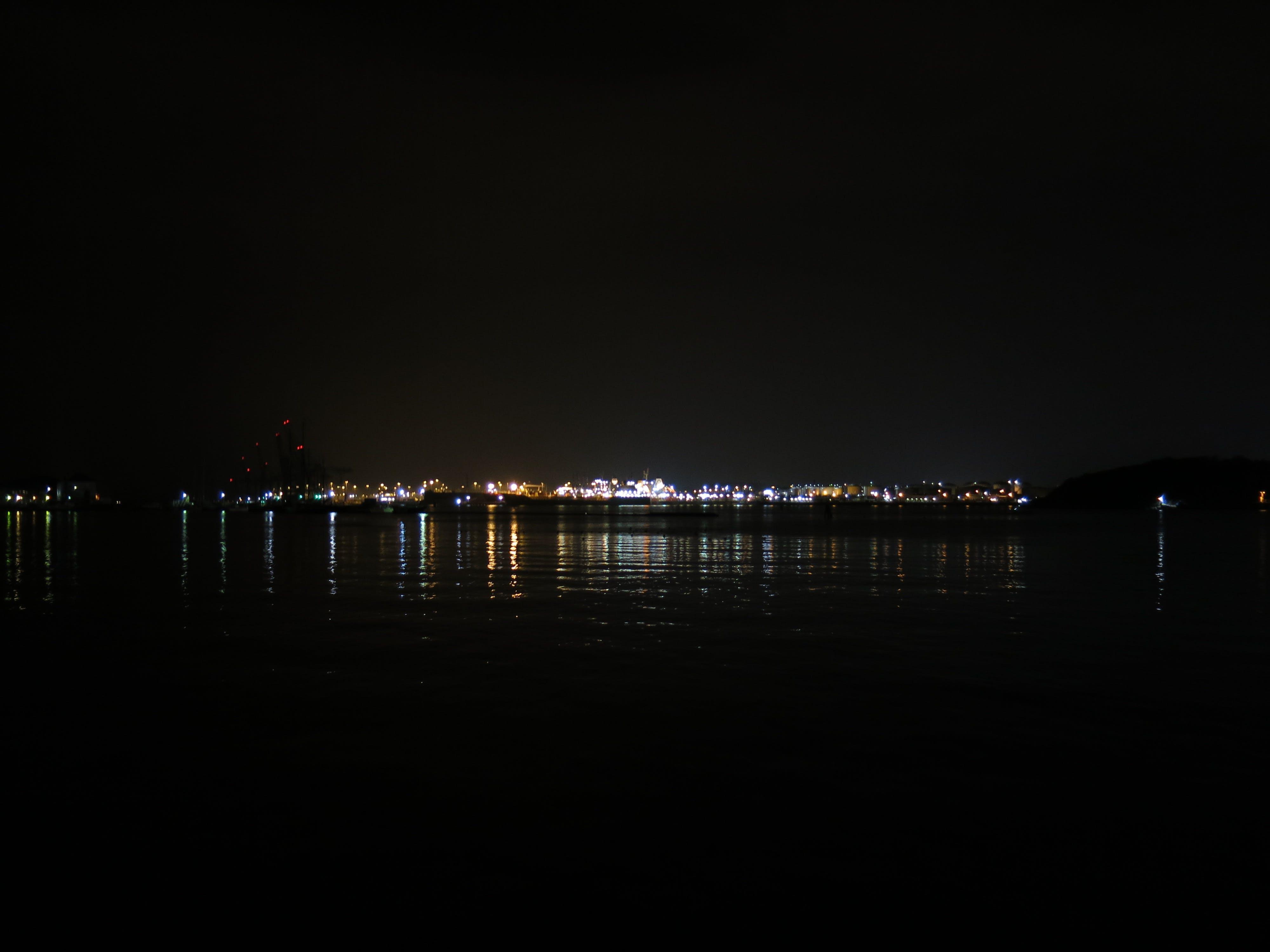 Kostenloses Stock Foto zu beleuchtung, dunkel, glühen, hafen