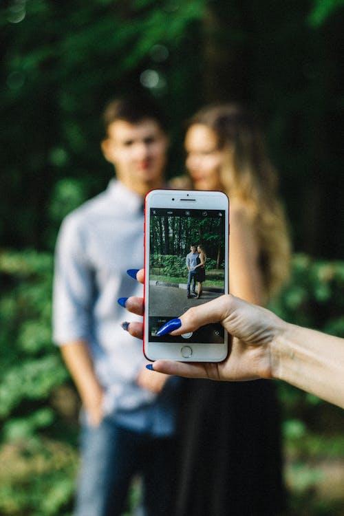 Immagine gratuita di coppia, donna, giovane, indossare