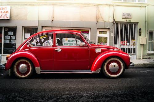 Fotobanka sbezplatnými fotkami na tému #oldcar #red #volkswagen #bursa