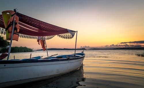 Fotobanka sbezplatnými fotkami na tému loď, obloha, svitanie, voda