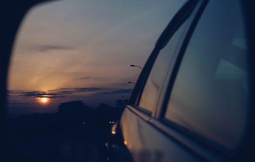 Ilmainen kuvapankkikuva tunnisteilla ajomatka, auringonnousu, auto, kaupunki