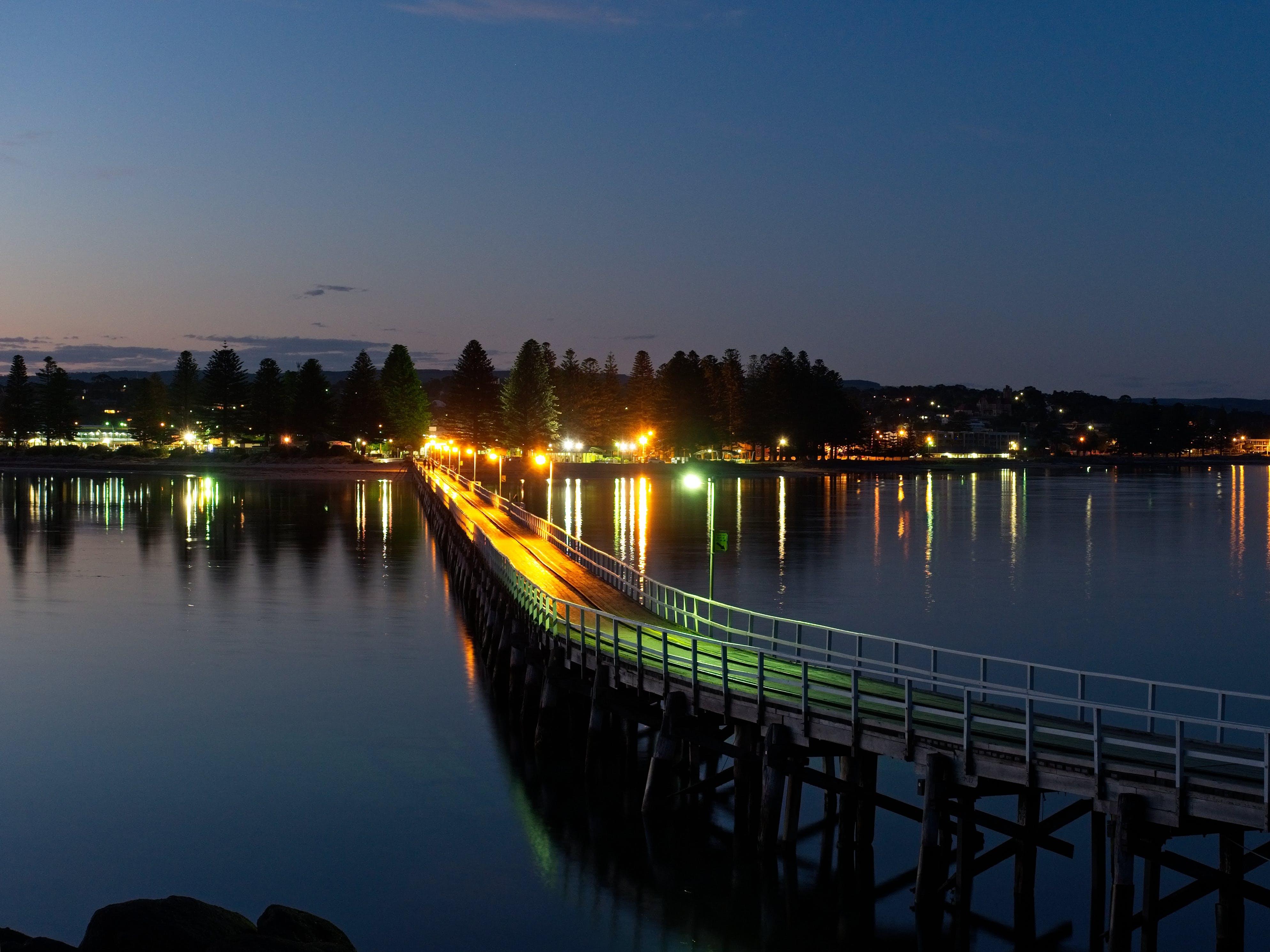 Kostenloses Stock Foto zu damm, lichter der stadt, meer, nacht