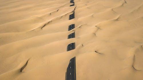 Бесплатное стоковое фото с дорога, дрон, дюна, засушливый