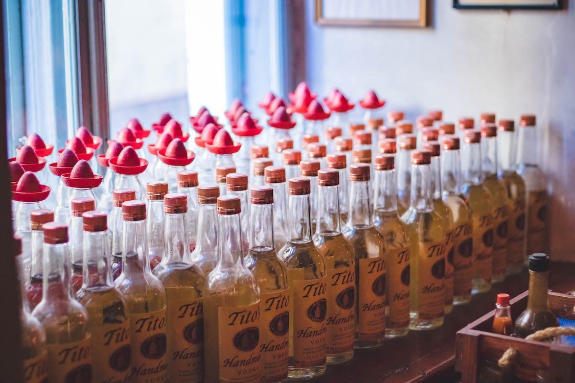 алкогольний напій, всередині, контейнер