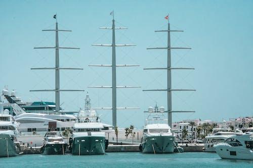 Základová fotografie zdarma na téma čluny, denní světlo, dok, dopravní systém