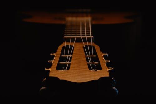 Darmowe zdjęcie z galerii z gitara, gitara klasyczna, instrument, instrument muzyczny