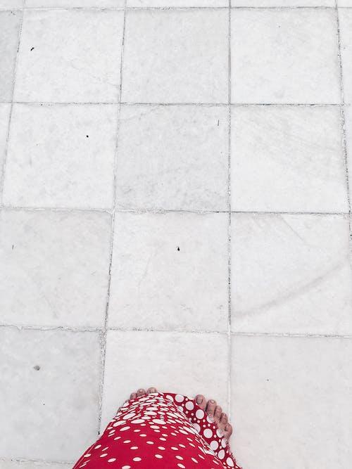 人, 光腳, 呎, 固體 的 免费素材照片