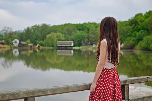 Foto d'estoc gratuïta de aigua, bonic, cabell, cabells foscos