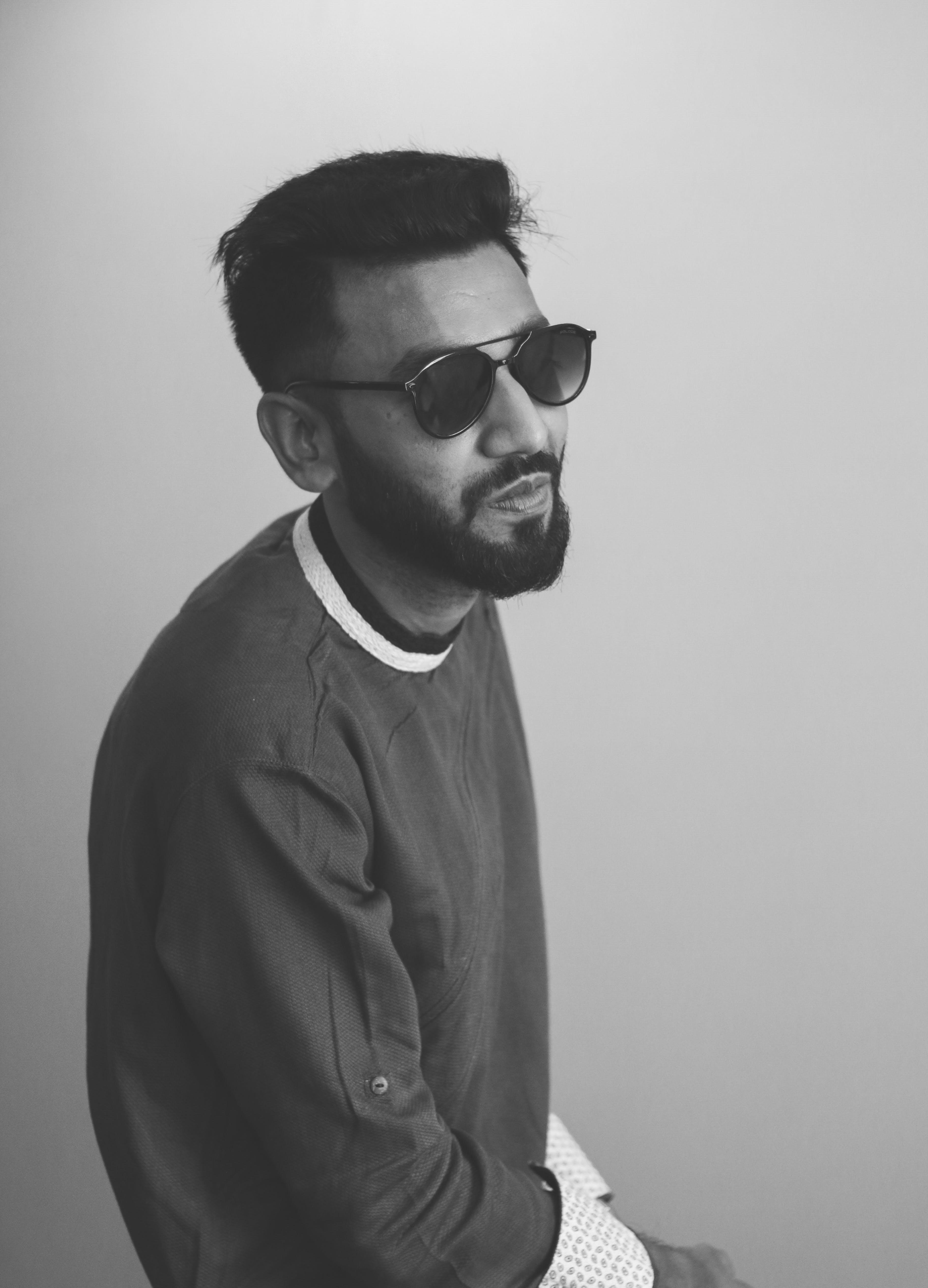 Fotos de stock gratuitas de adulto, atractivo, blanco y negro, chaqueta