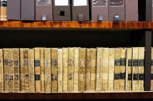 Gratis stockfoto met beige, beige boeken, bibliotheek, boeken
