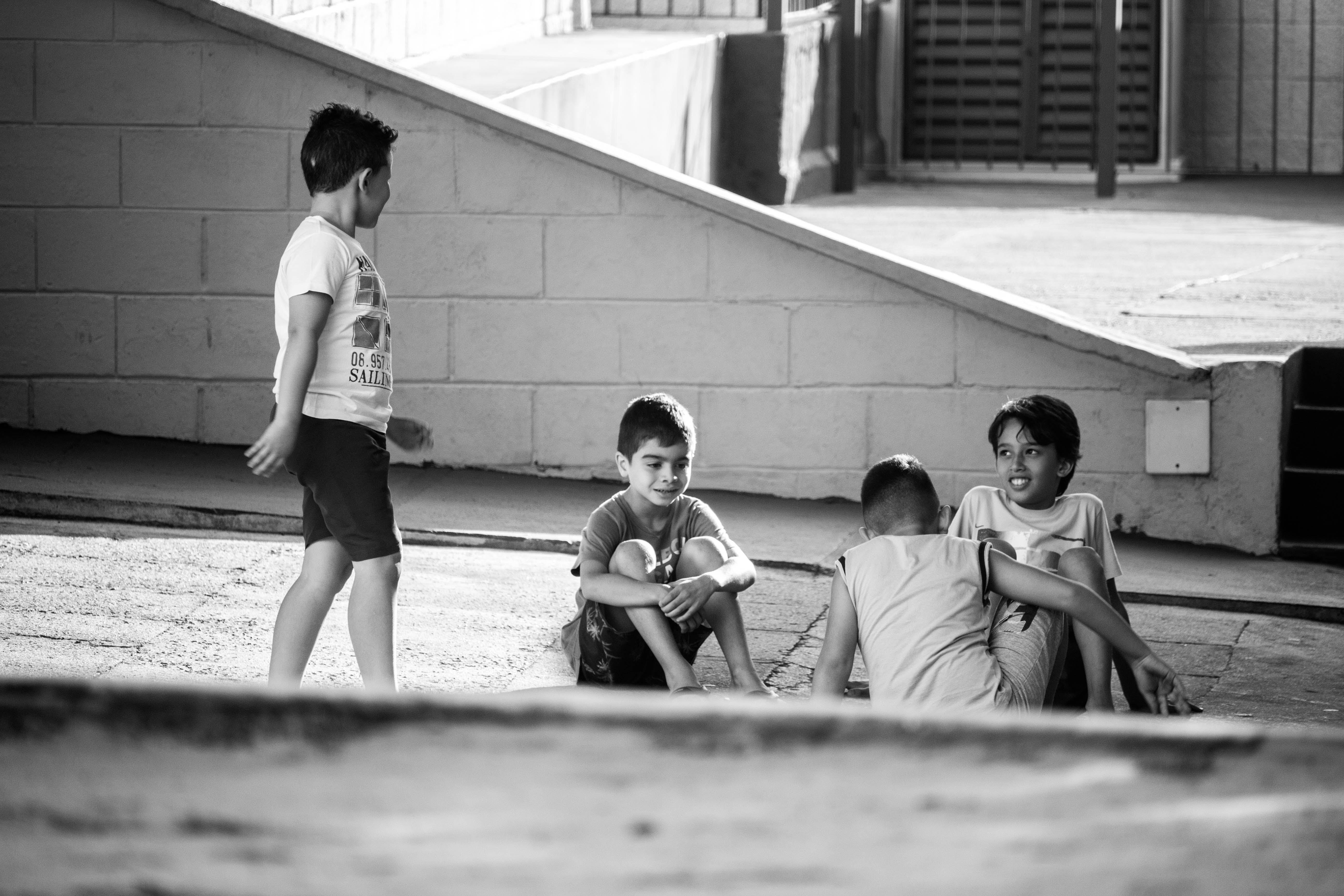 Kostnadsfri bild av grupp tillsammans, pojkar, roligt, svartvitt