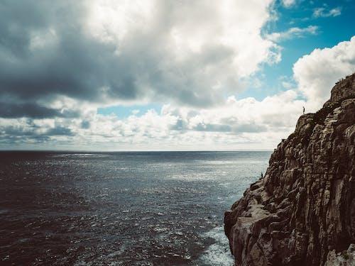 天空, 岩石, 懸崖海岸, 懸崖邊 的 免费素材照片