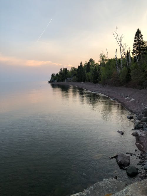 Photos gratuites de côte, côte rocheuse, rive du lac