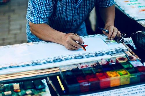 Photos gratuites de artiste, artistique, dessiner, homme