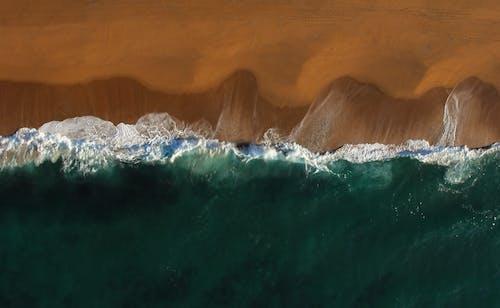 dalgalar, deniz, deniz manzarası, geniş açılı çekim içeren Ücretsiz stok fotoğraf