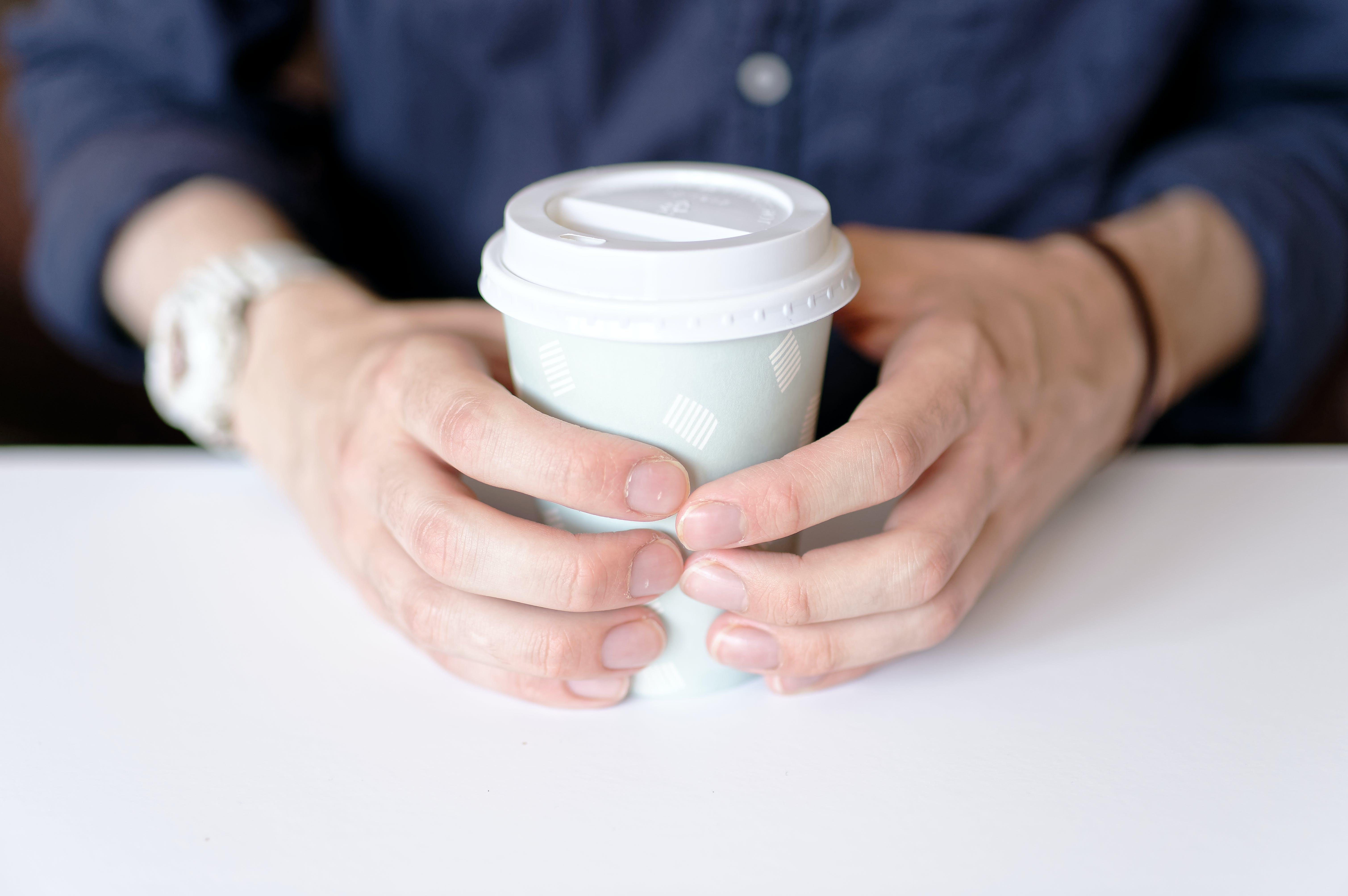 Darmowe zdjęcie z galerii z drink, filiżanka kawy, gwoździe, głębia pola