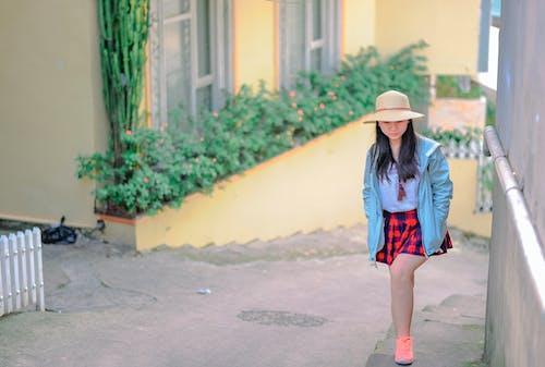 Безкоштовне стокове фото на тему «азіатська дівчина, азіатська жінка, Вулиця, Дівчина»