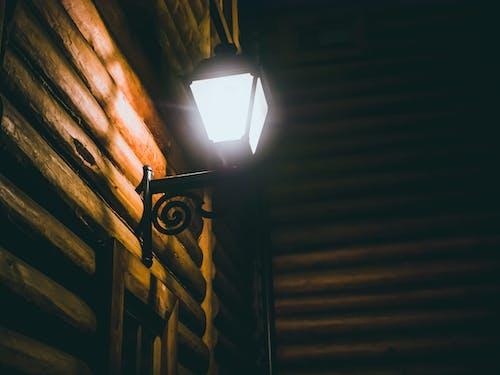 Fotobanka sbezplatnými fotkami na tému chata zguľatiny, drevená chata, kov, ľahký