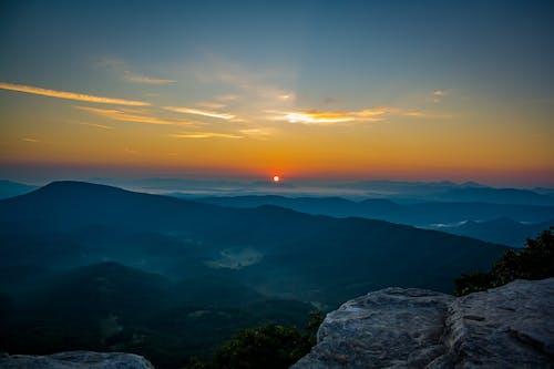 山, 日の出の無料の写真素材