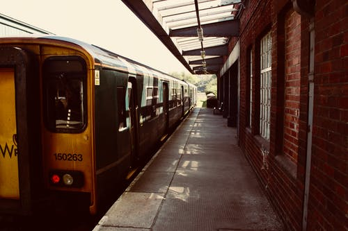 Ảnh lưu trữ miễn phí về ánh sáng ban ngày, các cửa sổ, ga tàu, ga xe lửa