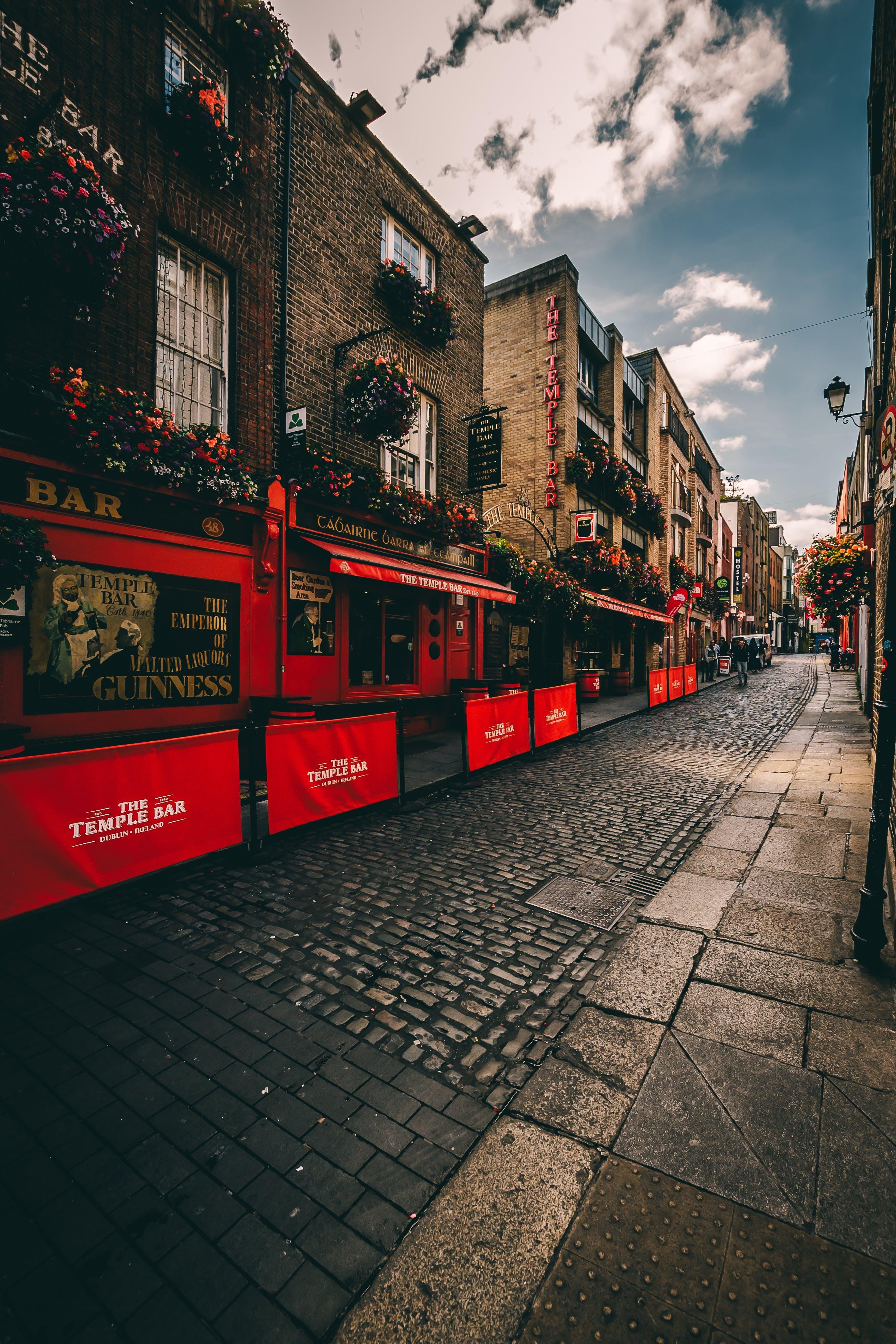 Fotobanka sbezplatnými fotkami na tému architektúra, bar, budovy, cesta