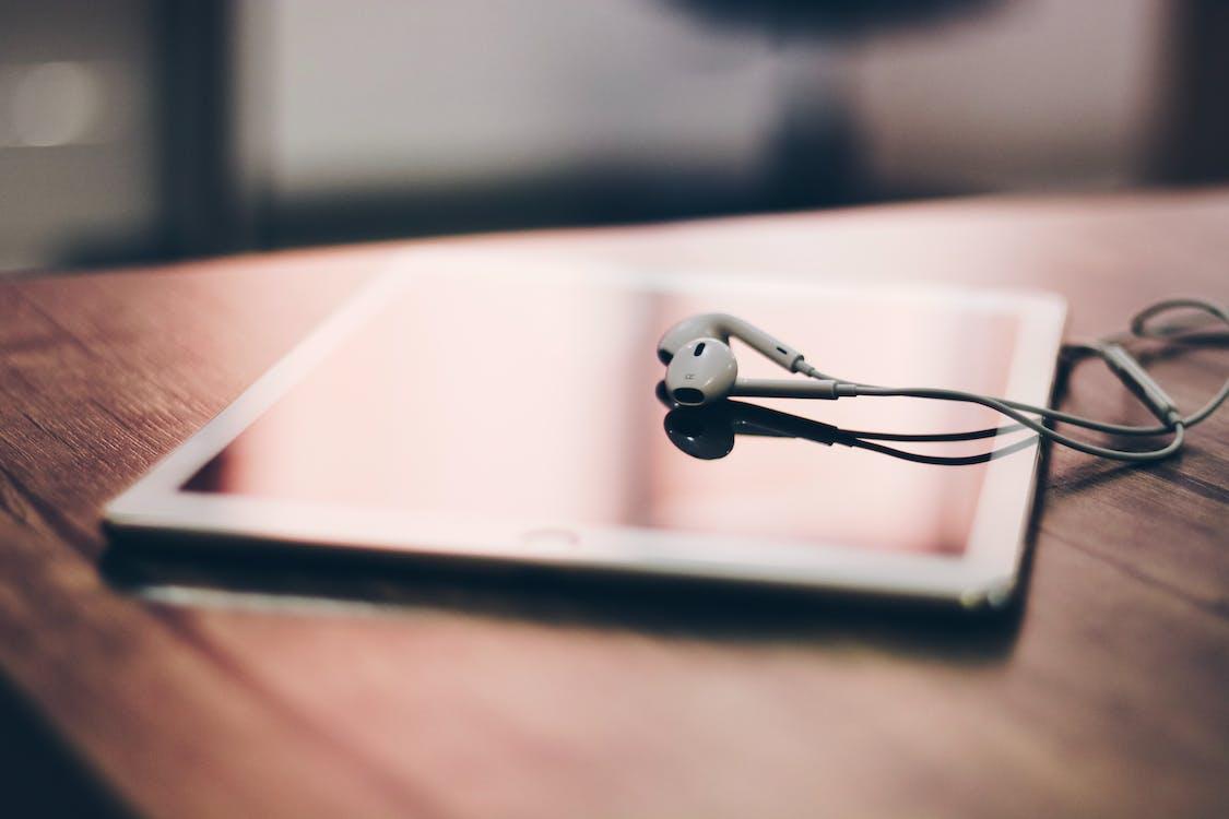 Apple Earpods on Silver Ipad