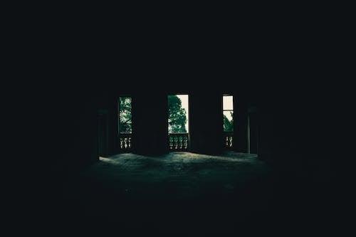 Gratis lagerfoto af betonkonstruktion, dagslys, forladt bygning, indendørs