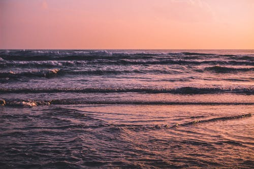 Foto d'estoc gratuïta de aigua, aigua de mar, alba, capvespre