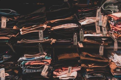 çamaşırlar, etiketler, giysi, giysiler içeren Ücretsiz stok fotoğraf