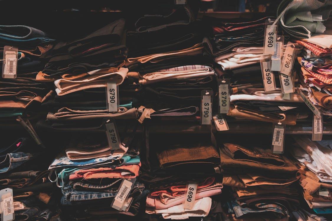 Verschiedene Farben Hosen Lot