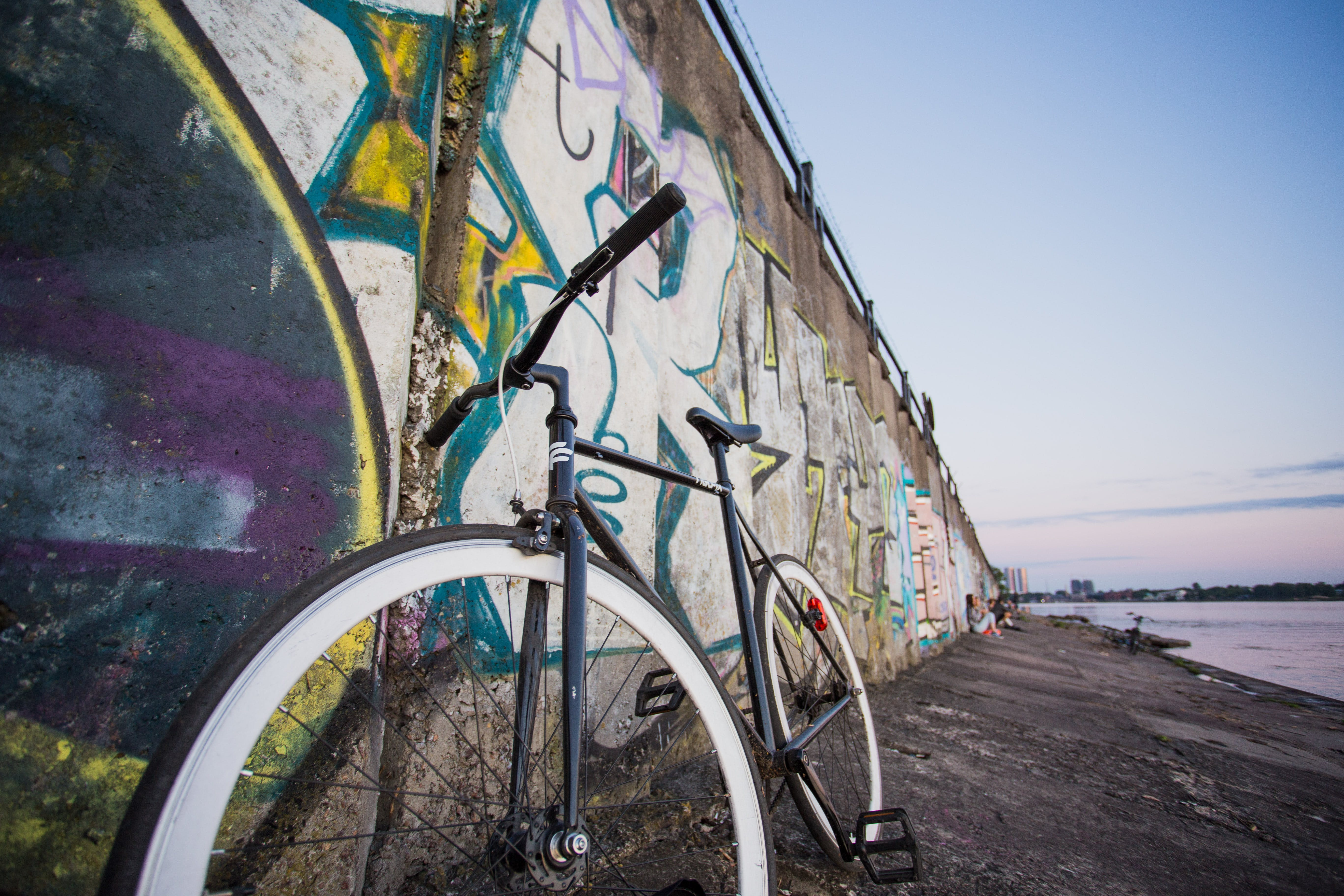 거리, 경치, 교통체계, 그래피티의 무료 스톡 사진