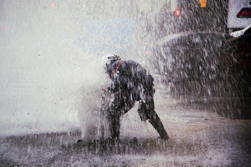 Fotobanka sbezplatnými fotkami na tému hasič, požiarnik, prerušenie potrubia, vodná fajka