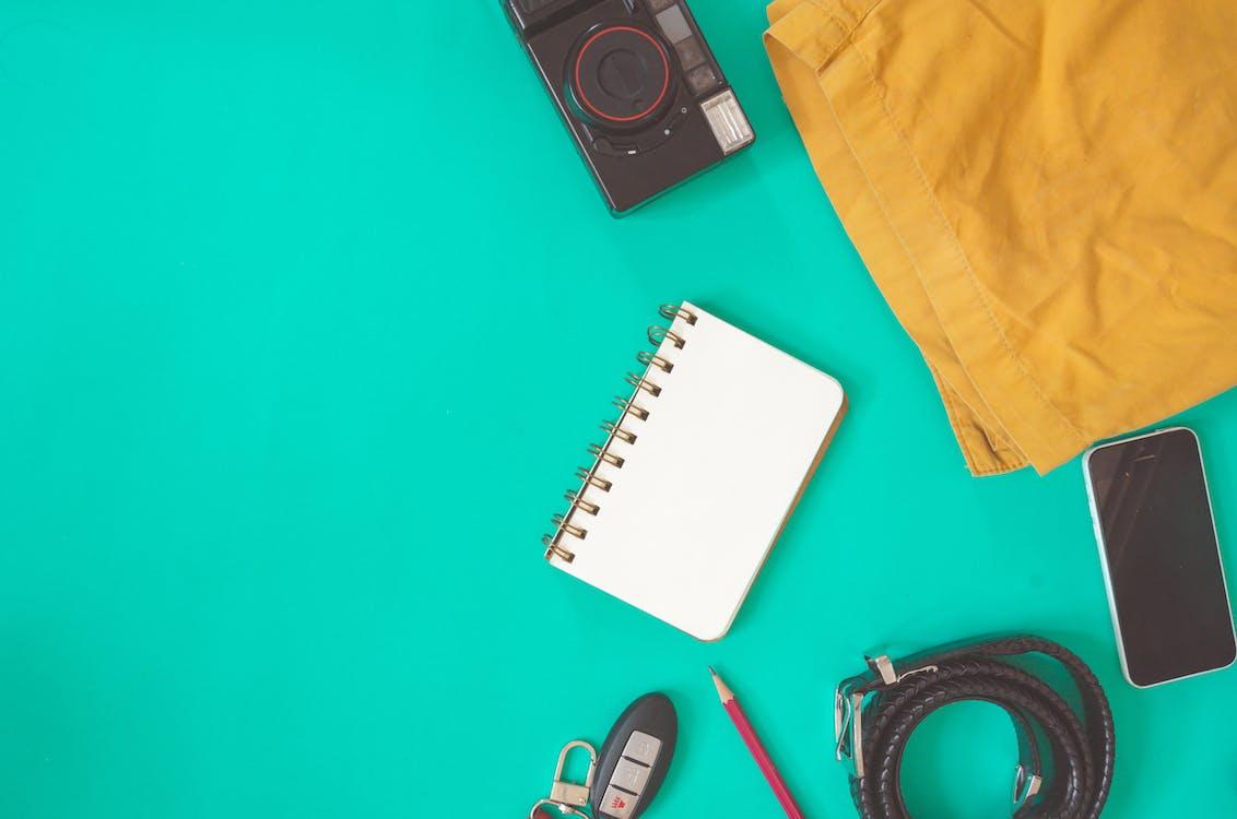 Бесплатное стоковое фото с flat lay, блокнот, мобильный телефон