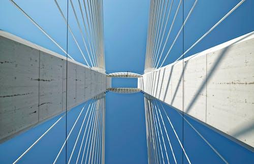 Foto stok gratis Arsitektur, baja, bidikan sudut sempit, desain arsitektur