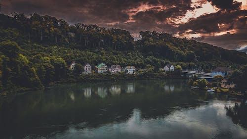 Gratis stockfoto met avond, berg, bewolkt, bomen